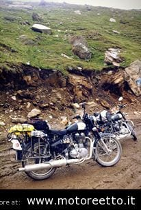 rohtang pass ladakh royal enfield on the road