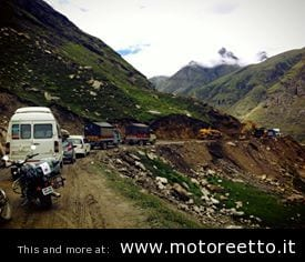 rohtang pass ladakh royal enfield on the road traffico