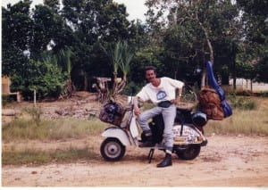 Giorgio Bettinelli  in vespa da roma a saigon