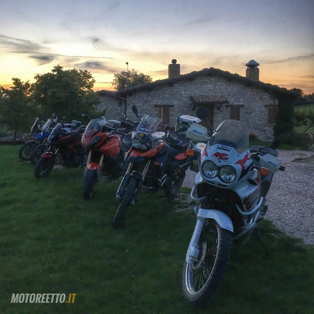 strade bianche marche marco polo team dirty roads le moto agriturismo le casette