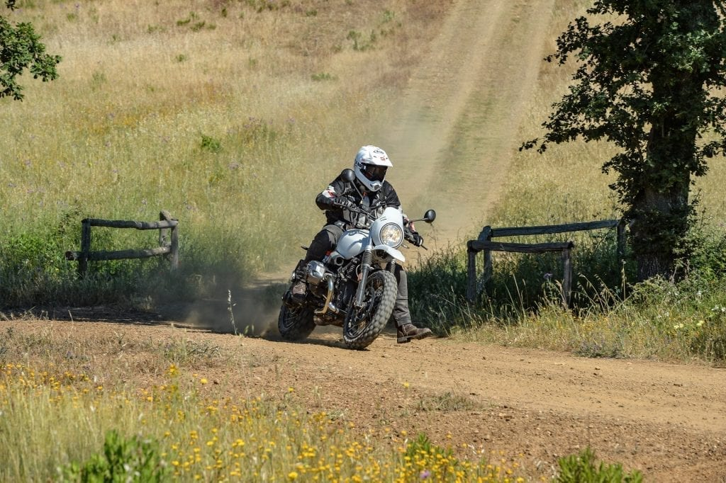 BMW Urban GS press test motoreetto curva sterrato video